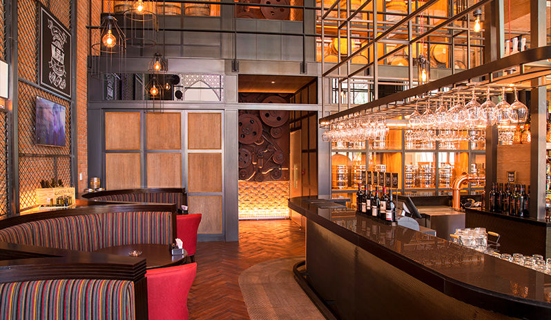 Saadiyat-Rotana-Resort-Villas-Restaurant-Hamilton's-Gastropub