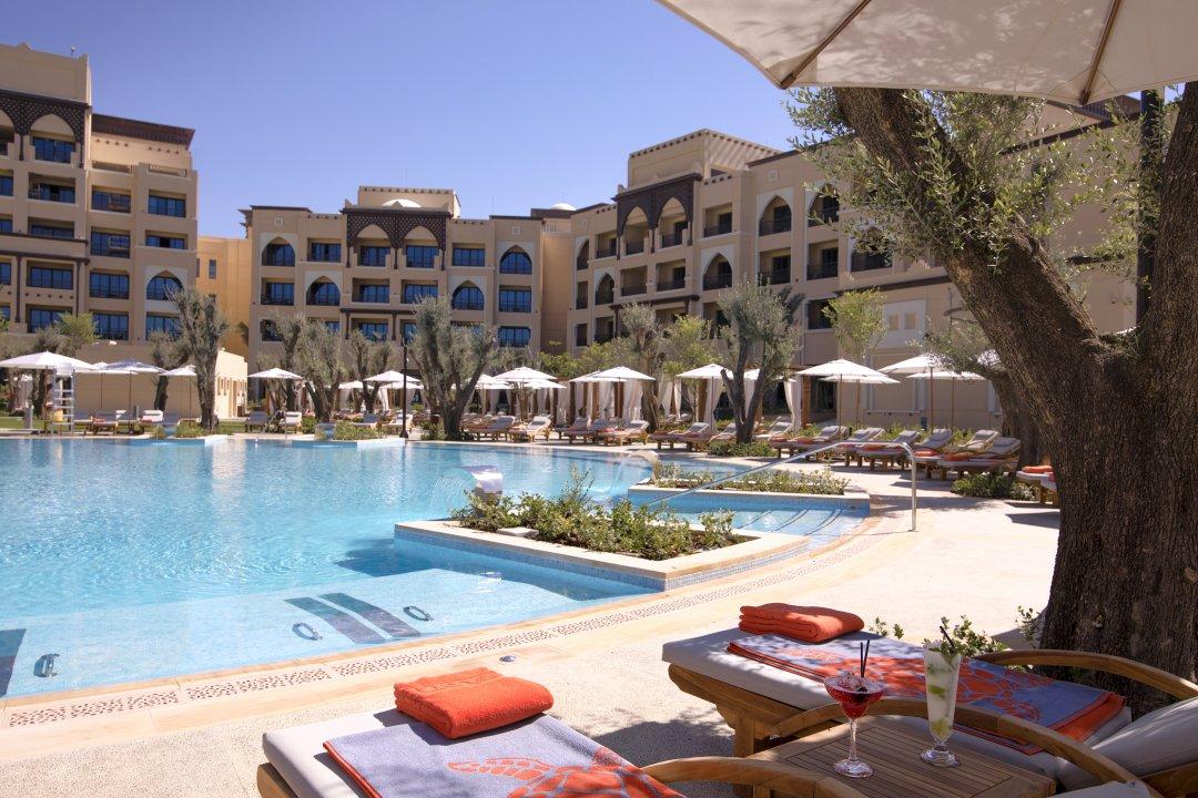 Saadiyat-Rotana-Resort-Villas-Restaurant-Pool-Bar