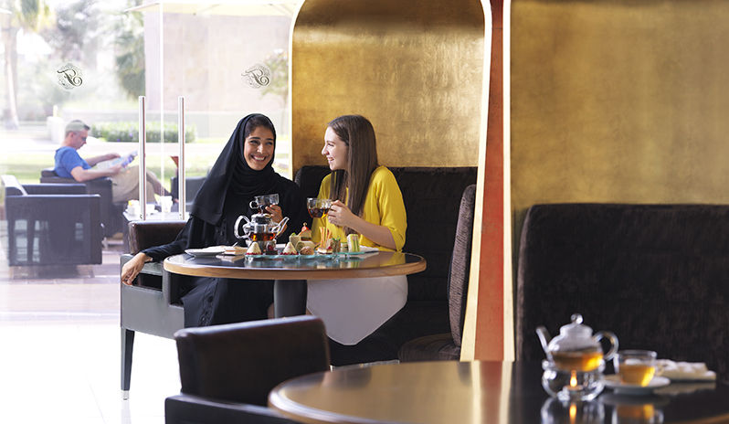 Fairmont Bab Al Bahr - lobby lounge